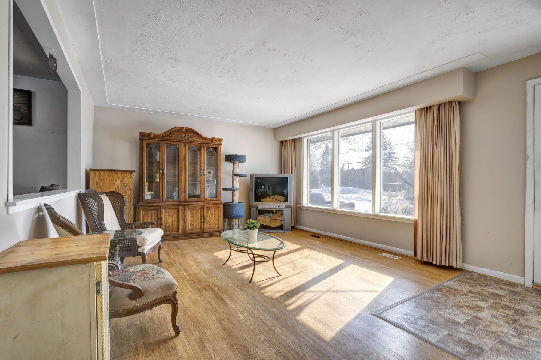 Living Room Unstaged